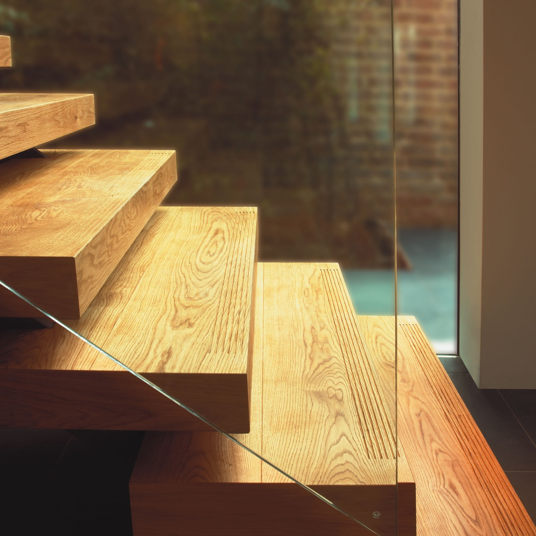 Floor matching, fluted floating steps | Fine Oak | Element 7